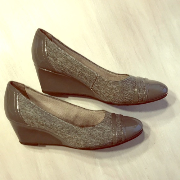 Shoes - Naturalizer grey print wedges